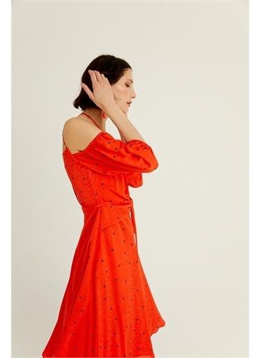 Rue Narçiçeği Düğüm Detaylı Çift Askılı Elbise Kırmızı